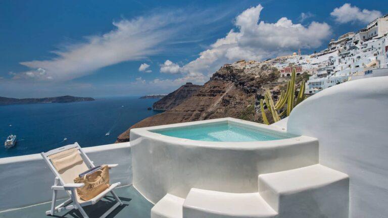 2b662779f766ada32560d074e478a57d.Honeymoon-Athina-suites-Boutique-hotel-Santorini-7