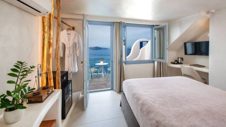 877f75b31af07a8d9f15ebdf6b16e833.Junior-Athina-suites-Boutique-hotel-Santorini-14